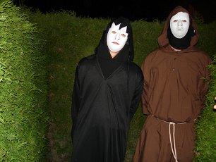 Auch die 2 wollen Besucher erschrecken!